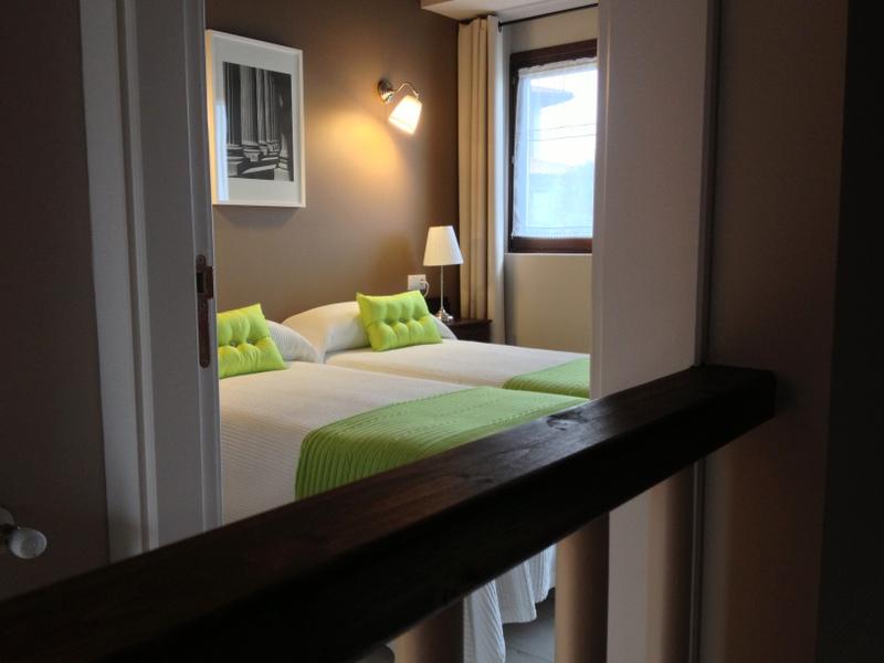 habitación doble en el apartamento Hortensia ( apart. rurales El Hospital de Villahormes )