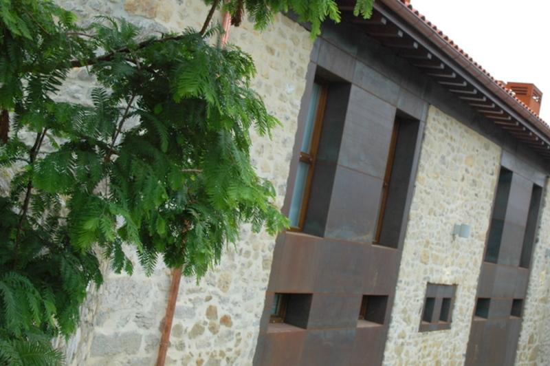 fachada sur del Hospital de Villahormes