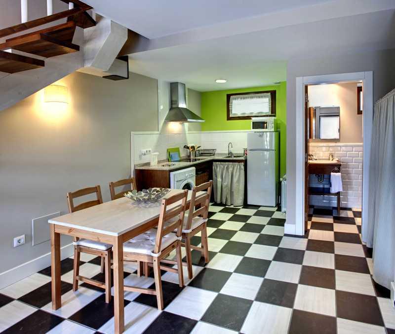 detalle de la cocina en el apartamento Hortensia en los apartamentos rurales El Hospital de Villahormes