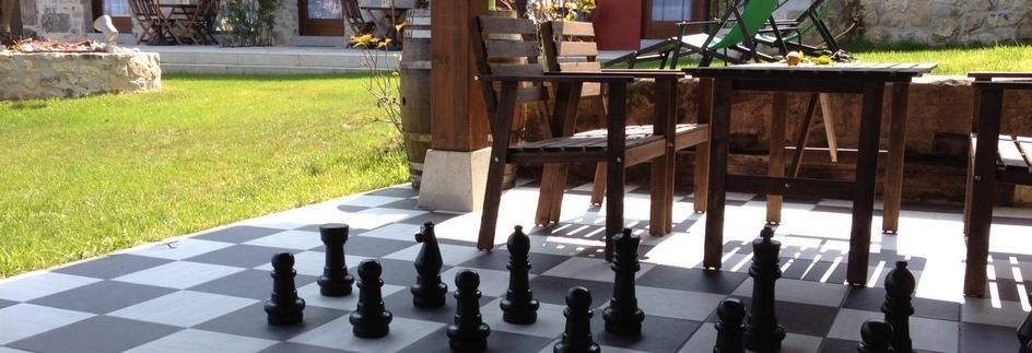 juego del ajedrez en el porche