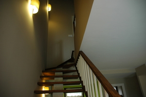 detalle de la escalera de los apartamentos rurales El Hospital de Villahormes